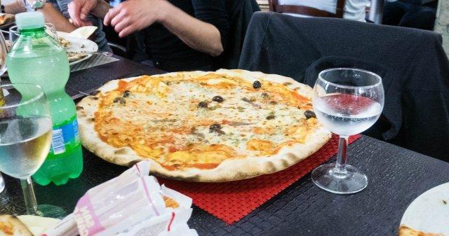 Mega pizza!