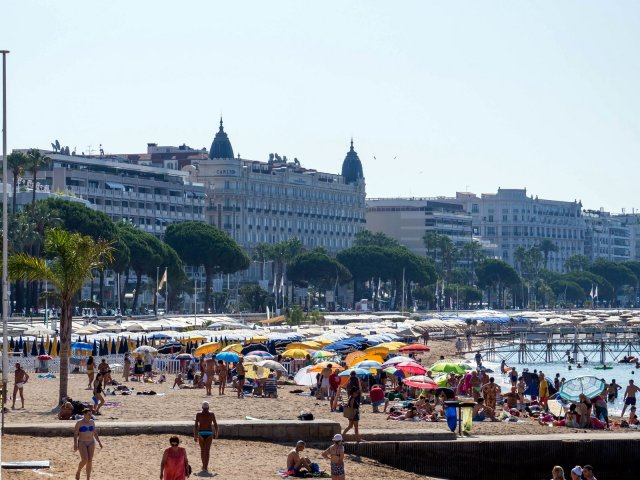 It's not even 9:30 and the beaches at Cannes are filling up: our church is behind the Carlton Hotel (with the turrets)