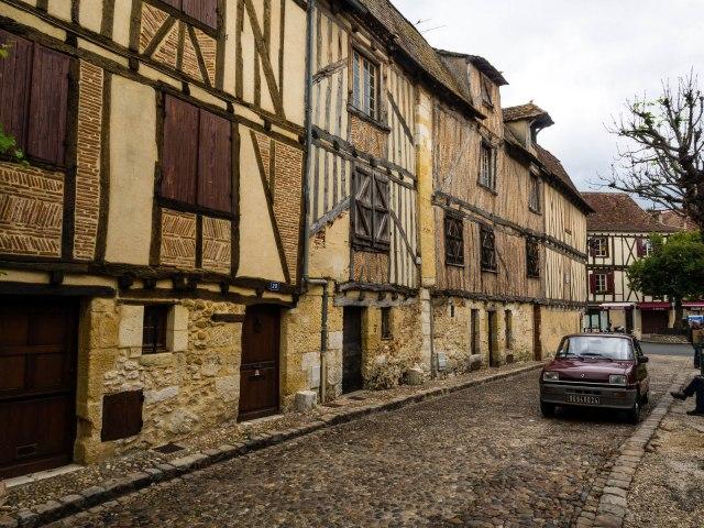 Herringbone brickwork in Bergerac