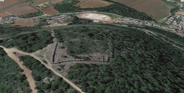 Google Earth screenshot of the Oppidum. The sports field and houses behind look a bit flattened...