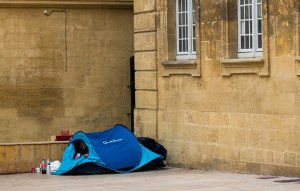 The other side of Aix: a homeless person has pitched his tent opposite the cathedral